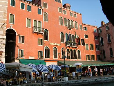 accommodation near the famous rialto bridge